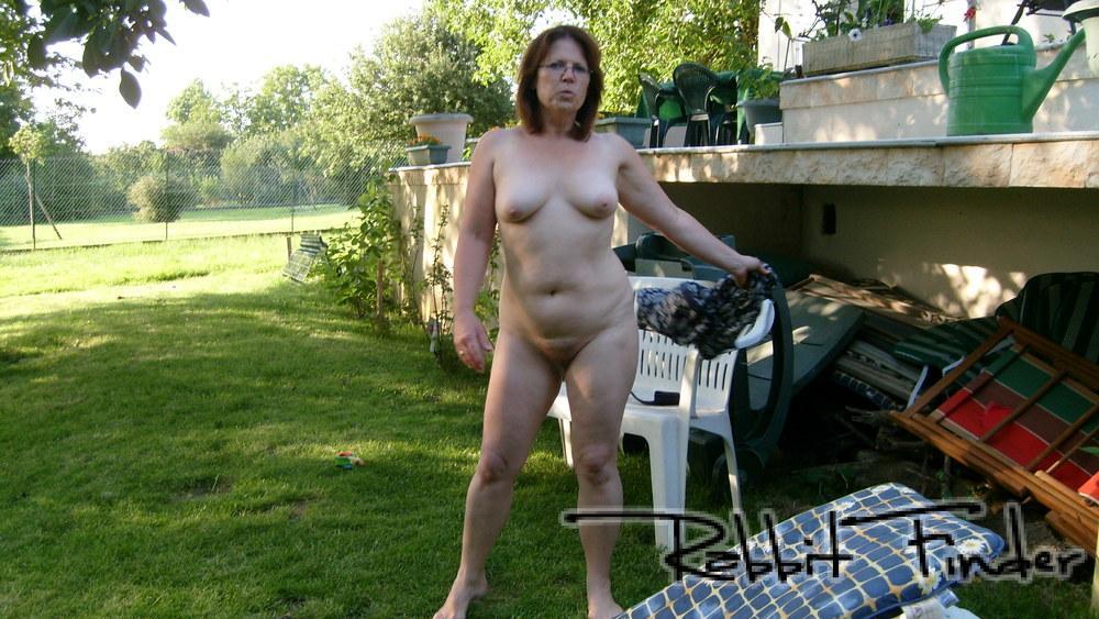 sexe au bord de la piscine salope dans le jardin