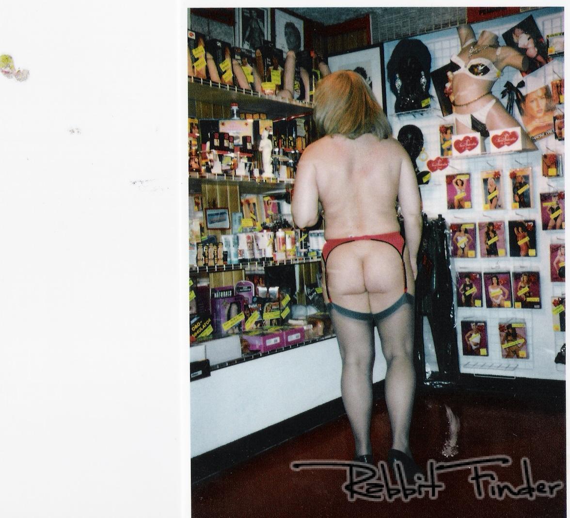 Lysiane Au Sex Shop Suite - Sexe Amateur Photos Amateur -2469