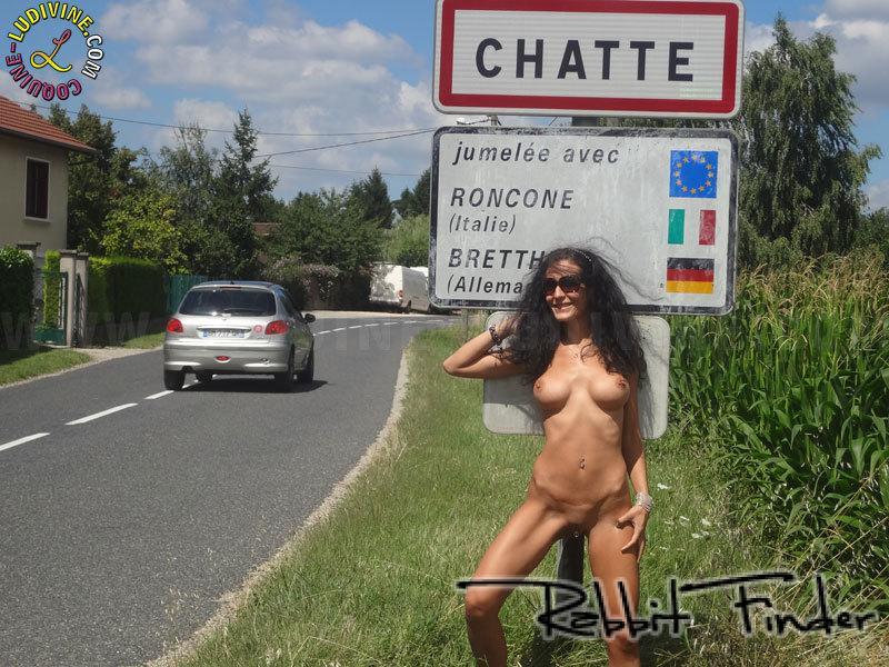 femme nue en public fisteuse